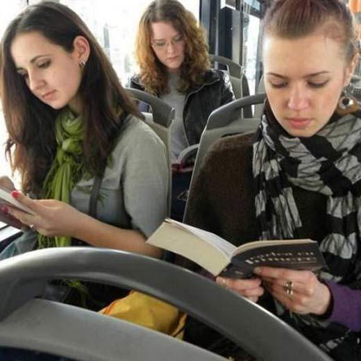Kitap okuyana toplu taşıma bedava