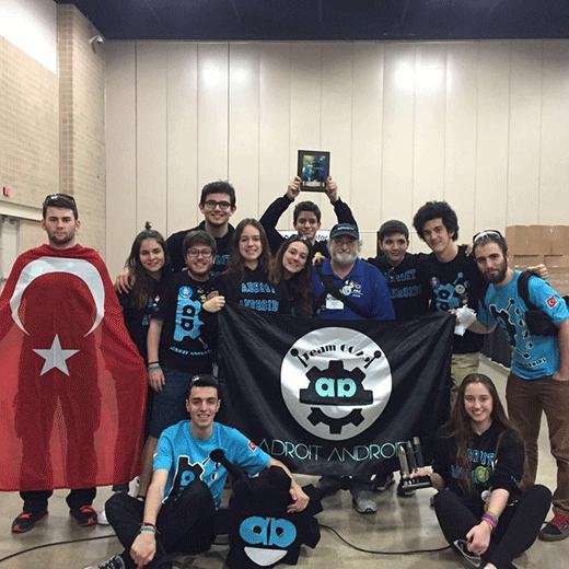 Bahçeşehir Okulları öğrencileri robotik kodlama turnuvalarındandan ödüllerle döndü