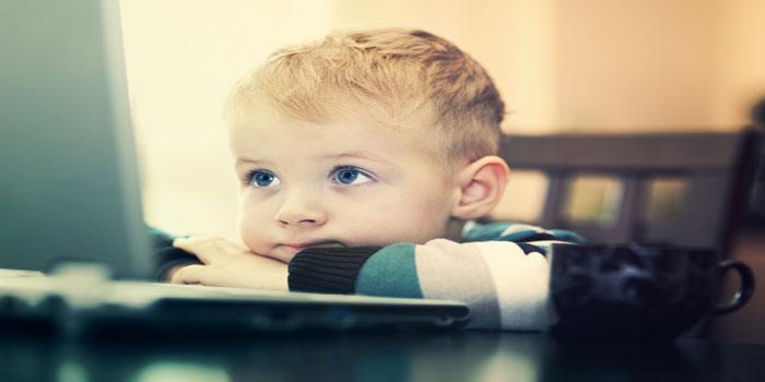 Erkek Çocukları Oyun Oynarlarken, Kız Çocukları İnternette Bol Bol Sohbet Ediyor