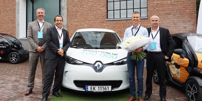 Renault 100 bininci elektrikli otomobilini sahibine teslim etti