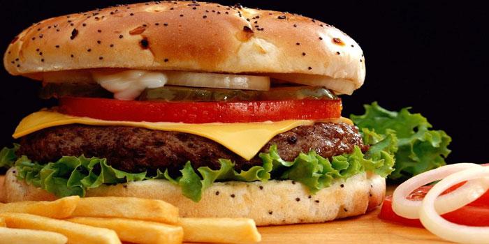 Kadınlar çocuk menüsü, erkekler ıslak hamburger yiyor