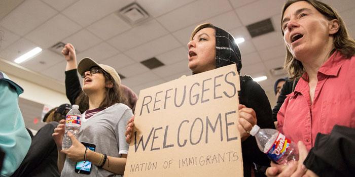 Google'dan Starbucks'a, Trump'ın mülteci kararnamesine tepkiler büyüyor...