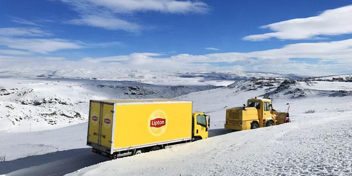 Lipton bu kış karlı köylerde içleri ısıtıyor
