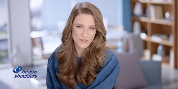 Serenay Sarıkaya Head&Shoulders reklamlarında