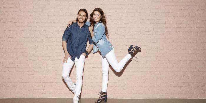 DeFacto'nun beyaz jean pantolonu cuk oturuyor