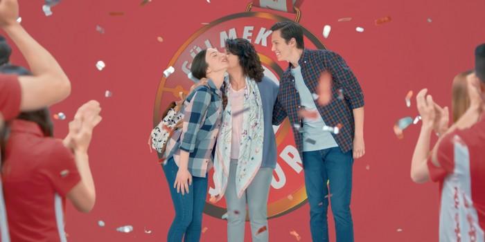 Annesinden bol bol öpücük kazananlar MediaMarkt'ta!