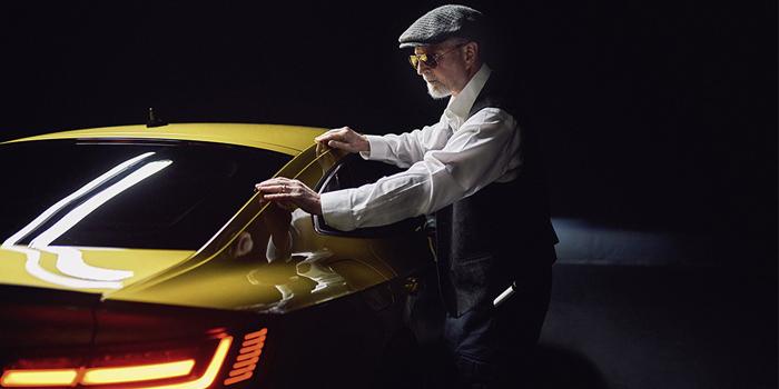 Volkswagen'in yeni modelini görme engelli Eckert fotoğrafladı