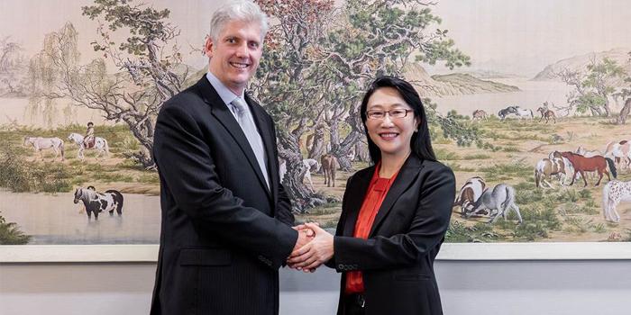 Google ve HTC 1,1 milyar dolarlık ortaklık anlaşmasını duyurdu