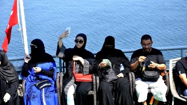 arap-turistler-istanbul-a-akin-ediyor-10035987_4097_m