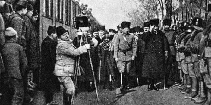 """PTT'den """"Atatürk'ün Ankara'ya Gelişinin 98. Yılı"""" konulu özel zarf"""