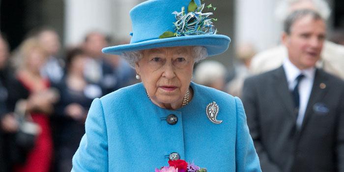 Kraliçenin sütyen ölçüleri ünlü markanın başını yaktı