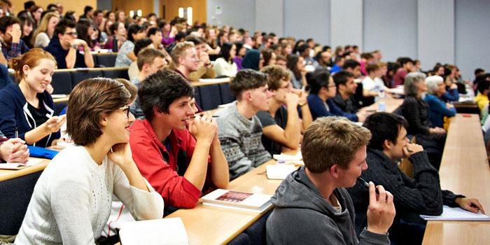 Üniversite öğrencilerinin yüzde 36'sı çalışıyor