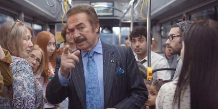 Orhan Gencebay otobüsteki ter kokusu sorununa el attı