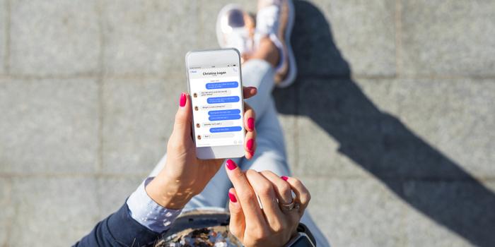 Facebook'ta sohbetleri artık reklamlar bölecek