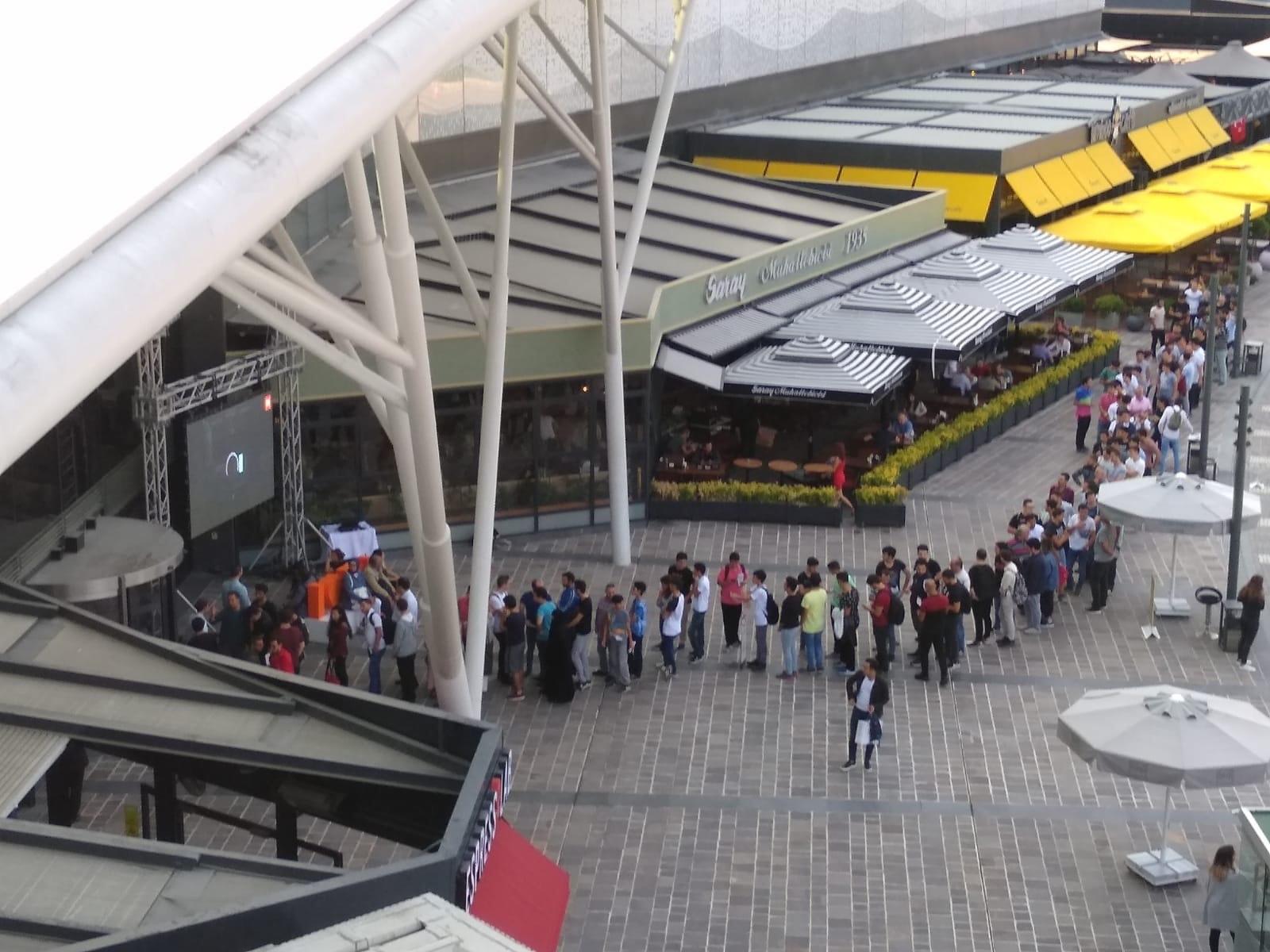 Xiaomi Mi Store'un Türkiye'deki ilk mağazası yoğun bir kalabalıkla açıldı