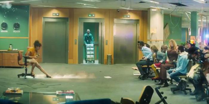 Sıradan bir iş gününde bir anda Mad Max'e dönen ofis
