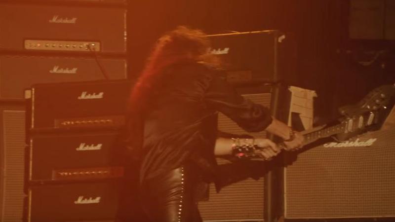 Rock yıldızlarının korkulu rüyası; parçalanamayan gitar!