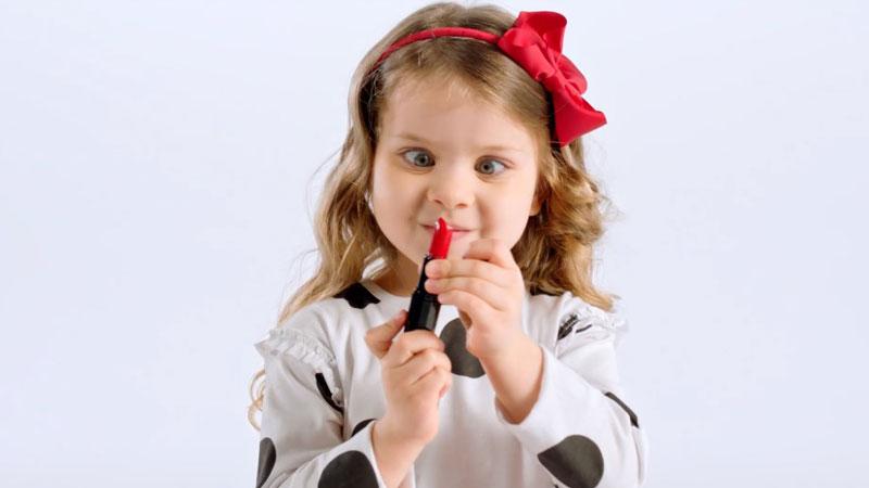 Makyaj malzemeleri çocukların eline geçerse ne olur?