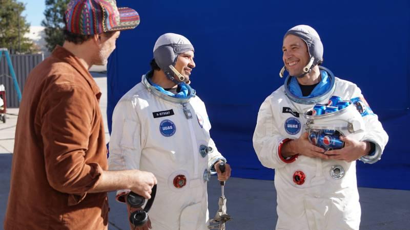 Pepsi'nin yeni reklam filminde Paul Rudd ile Michael Peña astronot oldu