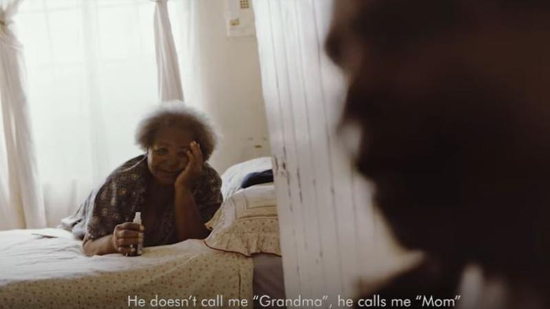 Gillette'den göz yaşartan büyükanne-torun hikayesi