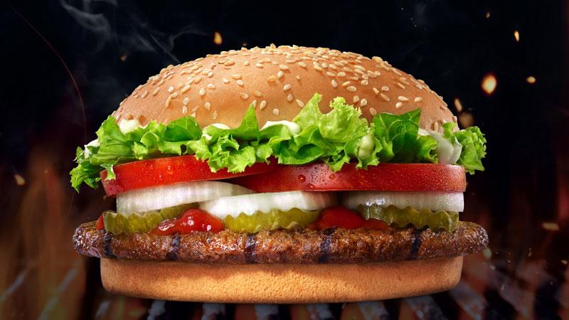 Burger King Whopper'ı büyüttü