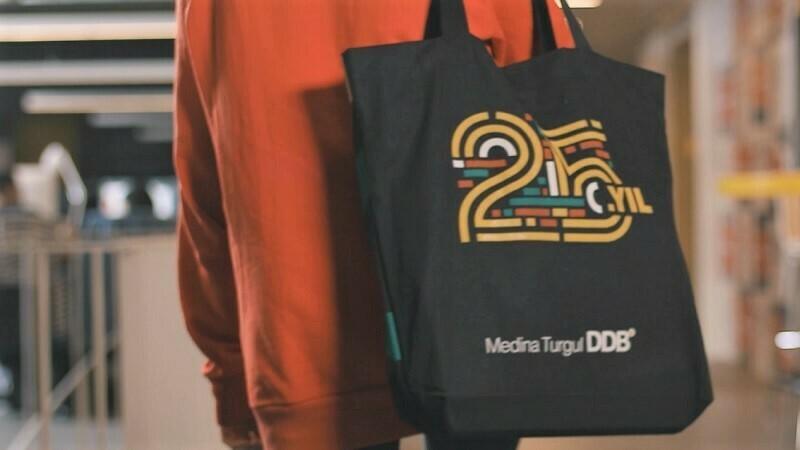 Medina Turgul DDB'den 25. yıl logosu
