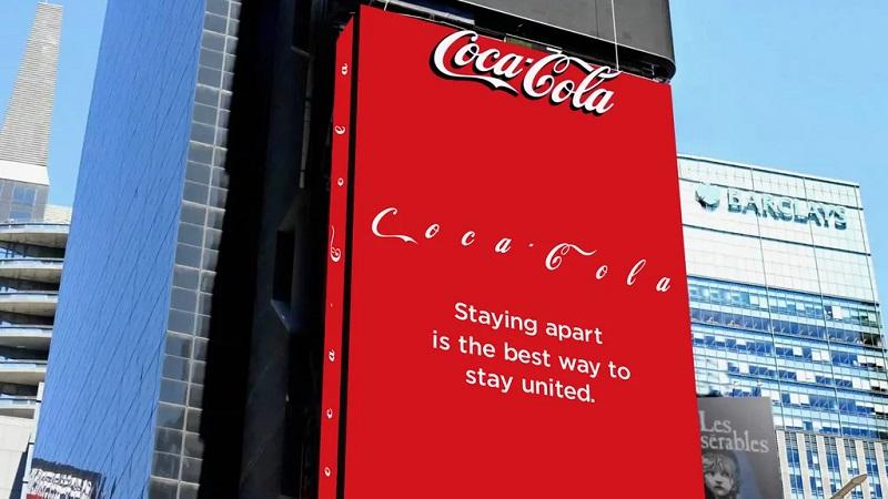"""Coca-Cola'dan Times Meydanı'nda """"sosyal mesafe"""" uyarısı"""