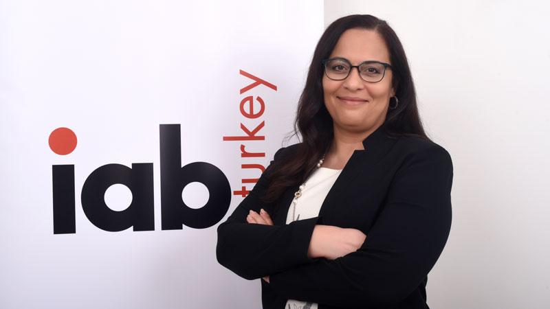 """IAB Başkanı Neslihan Olcay: """"Markalar bu süreçte 'fırsatçı' algısı yaratmamaya özen göstermeli fayda sağlamaya odaklanmalı"""""""