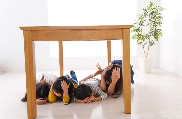 """Akan Abdula ve Kurtuluş Kantar yazdı: """"Korona, masanın altında saklanan çocuğun içinden bir savaşçı çıkardı!"""""""