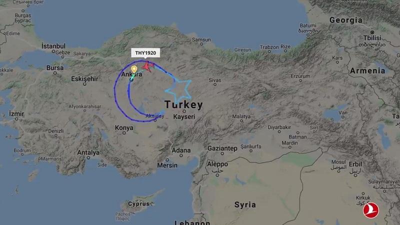 """THY 23 Nisan dolayısıyla gökyüzüne """"Dünyanın En Büyük Türk Bayrağı""""nı çizildi"""