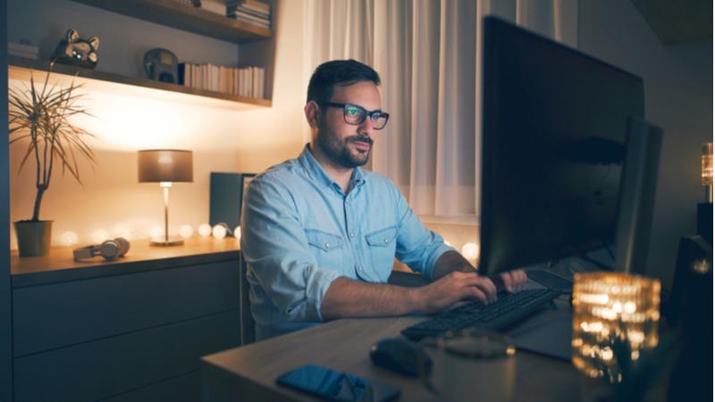 Çalışanların yarısı evden çalışmanın özel hayatın ihlaline yol açtığını düşünüyor