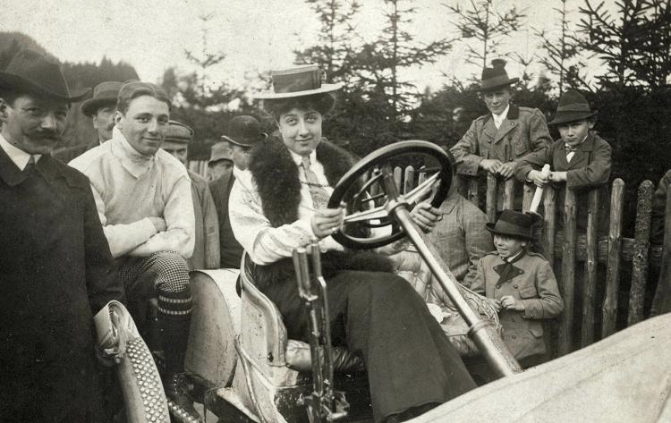 Mercedes-Benz, Babalar Günü'nde ismini bir günlüğüne Emil-Jellinek olarak değiştirdi