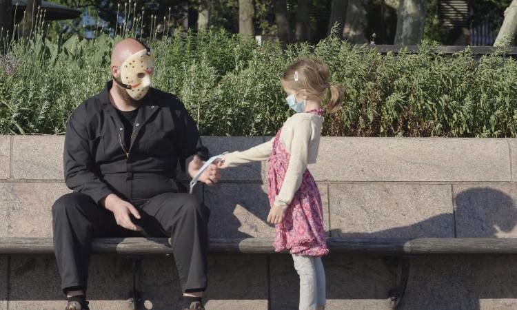 NYC, Jason Voorhees'e yeniden maske taktıran kamu spotunu yayınladı