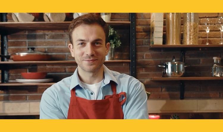 """Tavuk dünyası yeni reklam filminde """"kahraman şefleri"""" selamlıyor"""