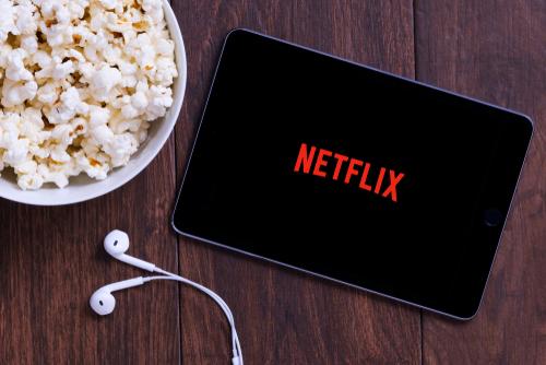 """Netflix """"ücretsiz deneme süresi""""ni ücretlendirdi!"""