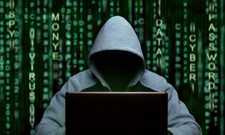 """Y kuşağının yüzde 46'sı, """"Siber suçluların hedefi olmayacak kadar sıkıcıyım"""" diyor!"""