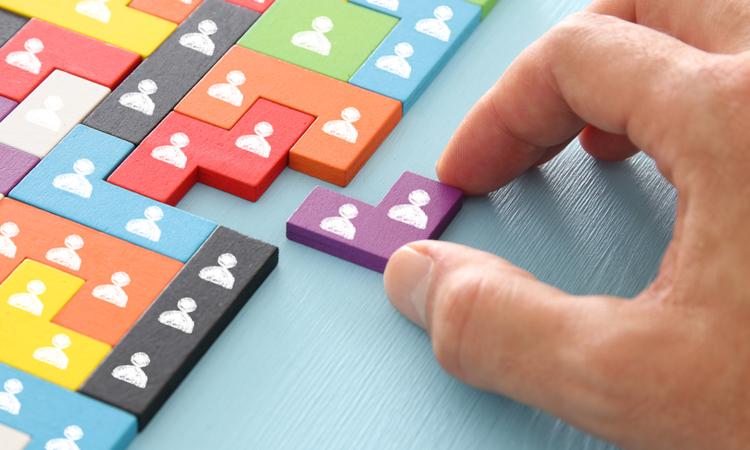 LinkedIn'de ücretli ve ücretsiz işe alım araçları arasındaki farklar