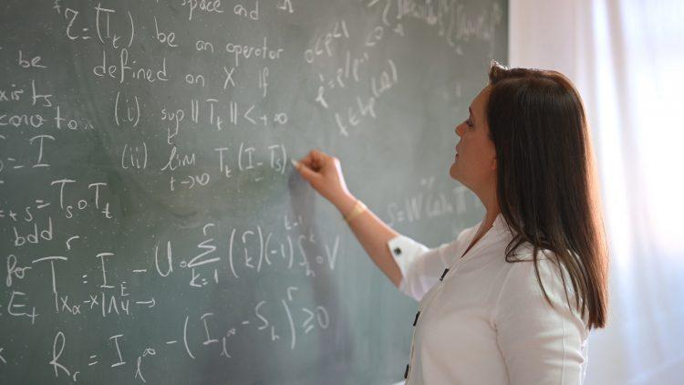 """""""Dünyanın bilime, bilimin kadınlara ihtiyacı var!"""""""