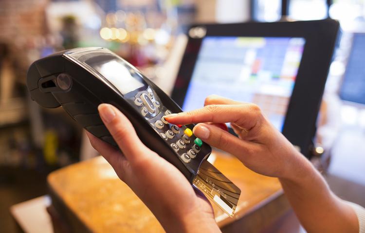 Yapılan her beş ödemenin ikisi banka kartlarıyla!