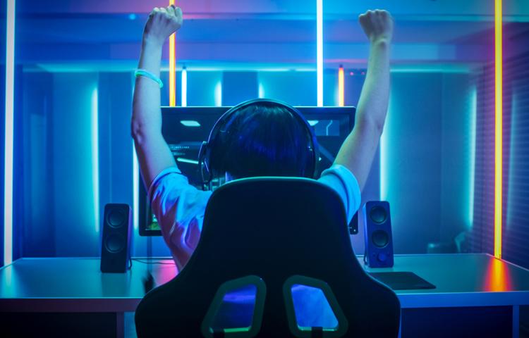 """Oxford: """"Günde 4 saat video oyunu oynayan kişiler oynamayanlardan çok daha mutlu"""""""