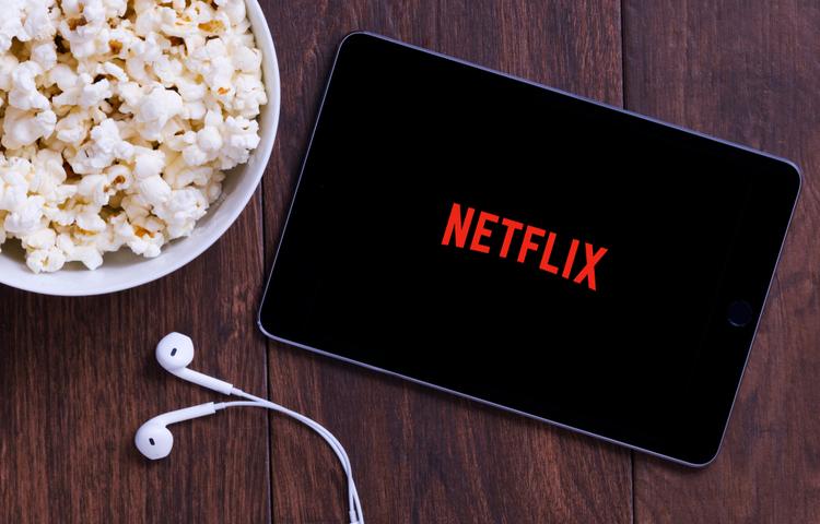 """Netflix atakta; """"İzleyemiyorsanız dinleyin!"""""""
