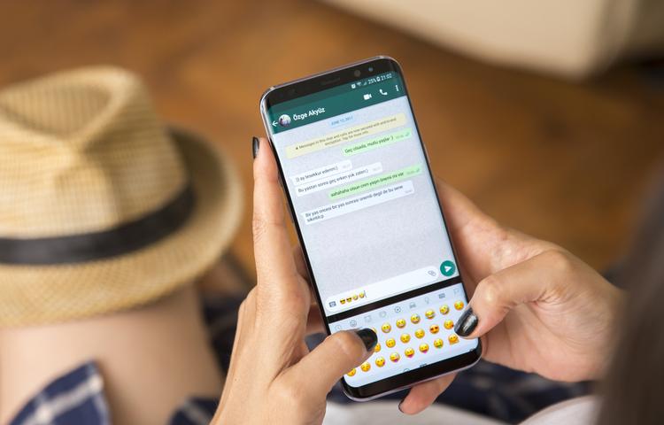 Şok iddia: Özel WhatsApp yazışmaları Google'a sızdı!