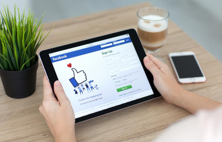 Facebook, Apple'la mücadelesini reklam filmine taşıdı!