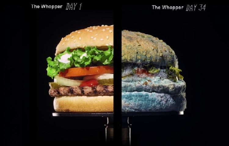 Burger King küflenmiş hamburgeri dünyaya nasıl...