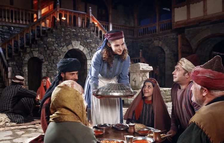 Vakıf Katılım 5. yıl reklam filminde izleyenleri tarih turuna çıkarıyor