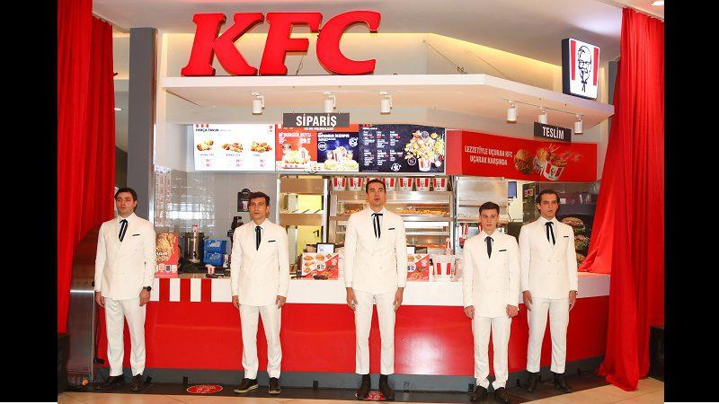 KFC İstinyePark restoranı lezzet korosu eşliğinde açıldı!