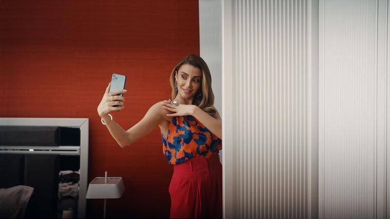 Özge Ulusoy Selfie'lere doyamadı!